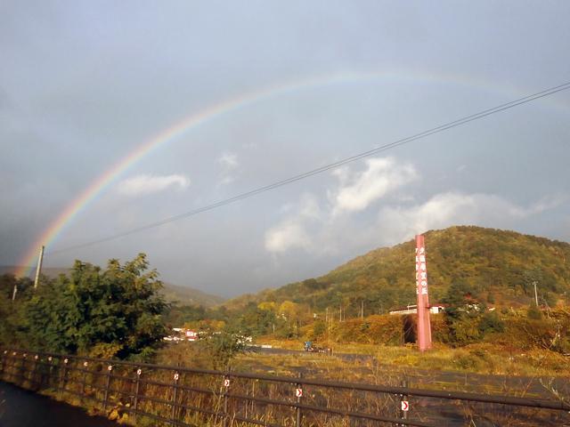 夕張駅周辺の散歩中に見た虹。 北海道滞在中に虹を三つ見ました。 北海道の虹は大きい気がします。気のせい?