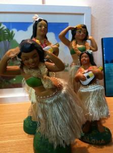 布製の髪飾りをしているフラドールを集めたら、元気な女の子たちの集合写真みたいになってしまいました