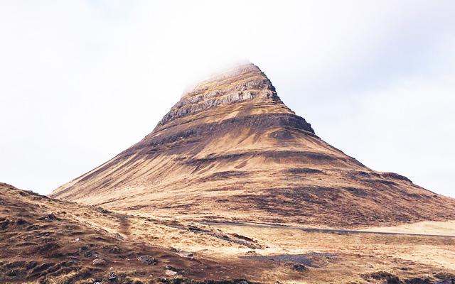「塵も積もれば山となる」よりも「積土成山」の方が美しい印象です